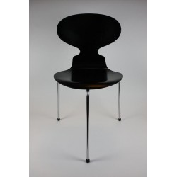 Arne Jacobsen Ant chair 3-legged model 3100
