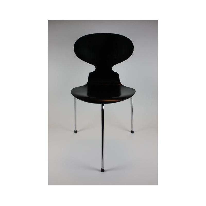 Arne Jacobsen Ant chair 3-legged model 3100