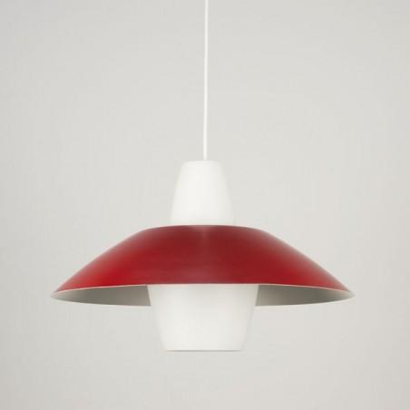 Glazen hanglamp met rood metalen kap
