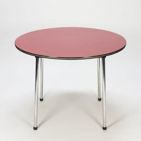 Pink/red dining table
