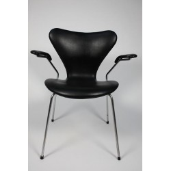 Arne Jacobsen Butterfly with armrest
