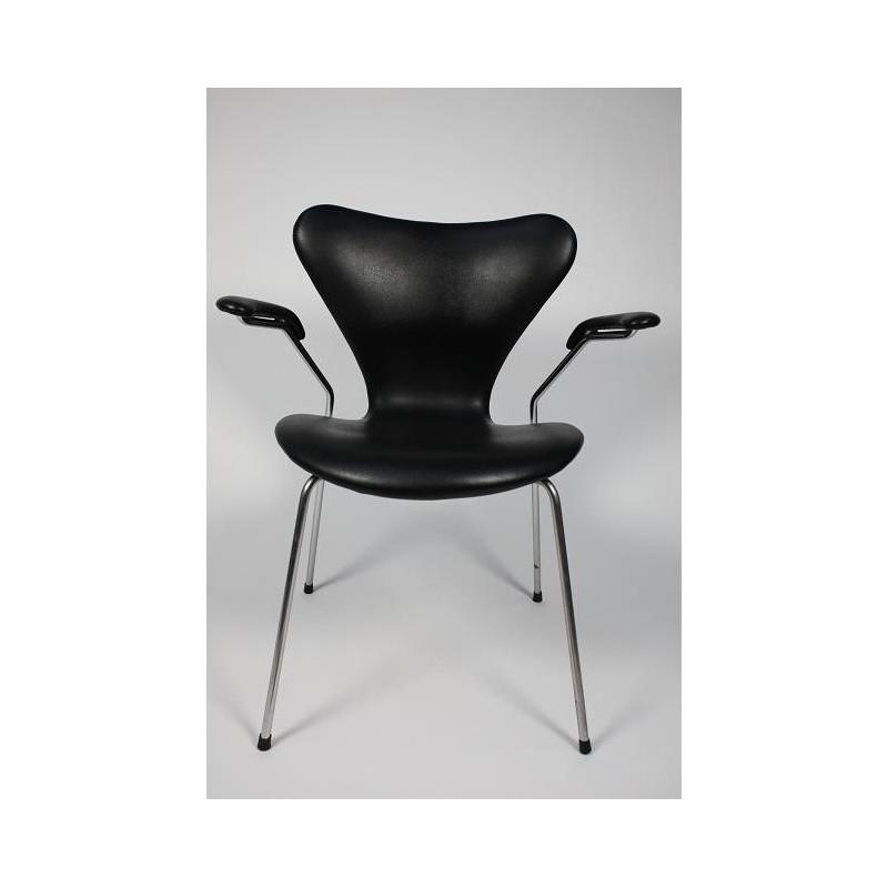 Arne Jacobsen Vlinderstoel met armleuning