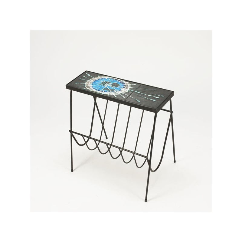Belarti side table with magazine rack