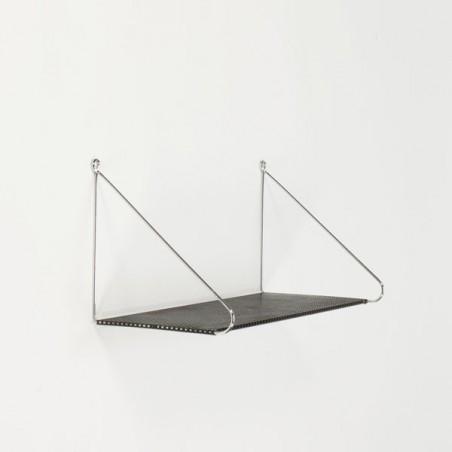 Boekenplank van geperforeerd metaal