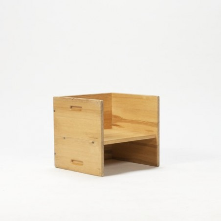 Cube child's chair