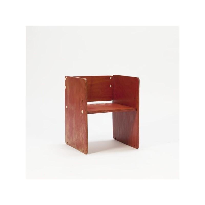 Rood houten blok kinderstoeltje