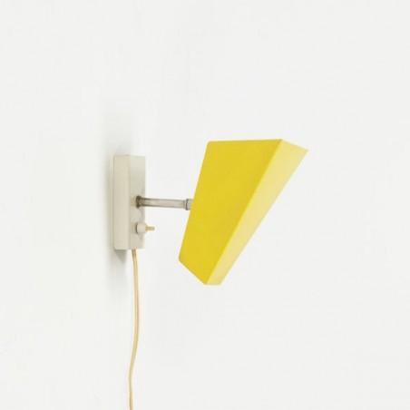 Modernistische wandlamp geel