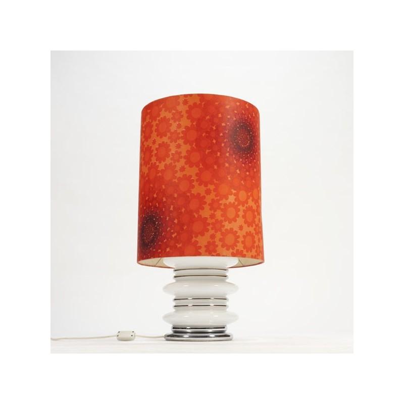 Grote tafellamp met wit glazen voet