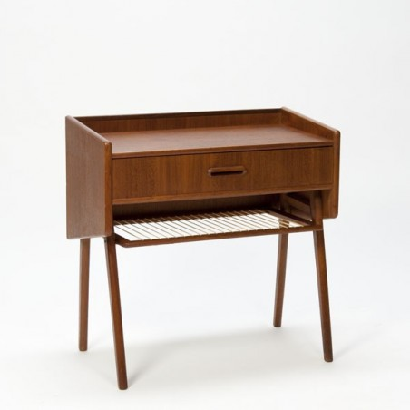 Small chest of drawer with magazine rack