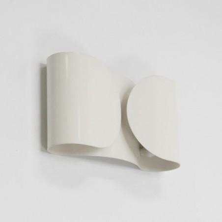 White metal design wall lamp