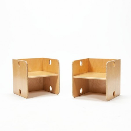 Set of 2 cube-shaped children's chairs