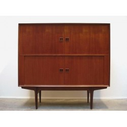 V from Cabinet