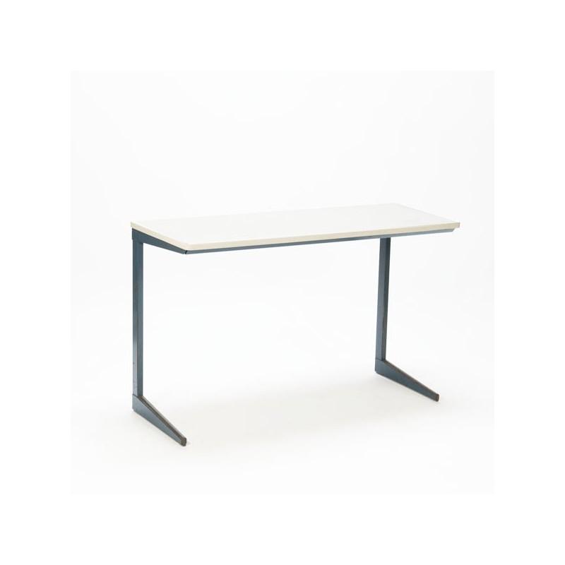 Industrieel bureau/ schooltafel van Friso Kramer blauw