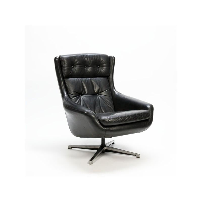 Form 7 van Alf Svensson fauteuil