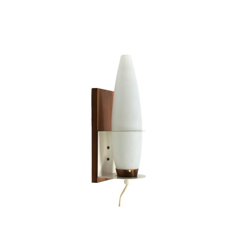 Glazen wandlamp met koperen wanddeel