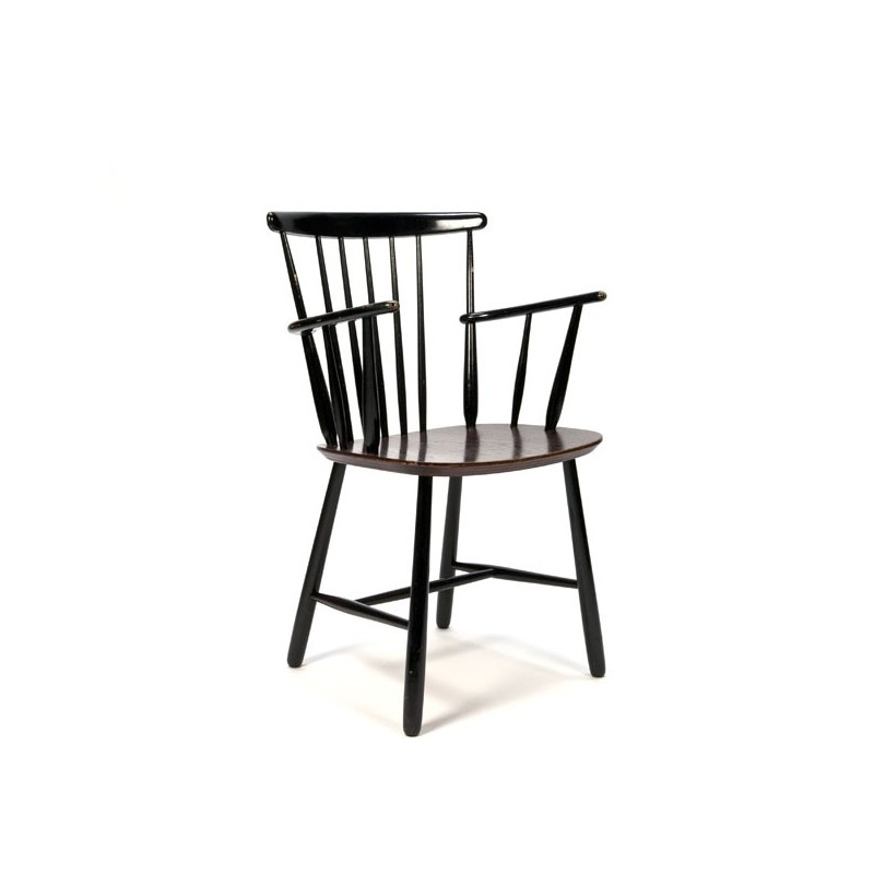 Chair with armrest wood