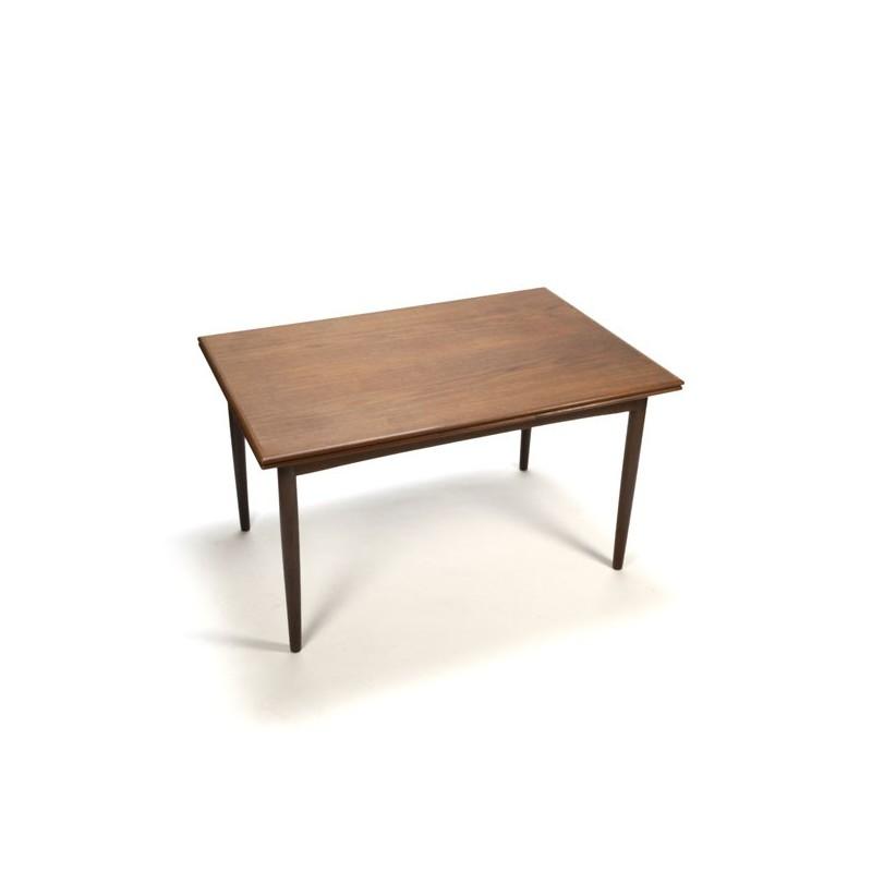 Design dining table in teak