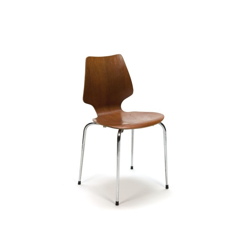 Bentwood chair with chrome base