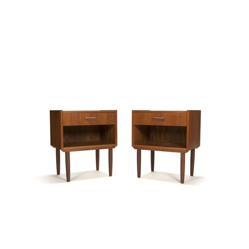Set of 2 teak bedside tables