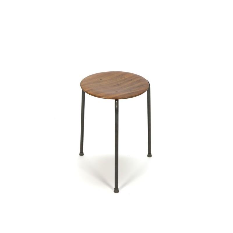 Kruk in de stijl van Arne Jacobsen