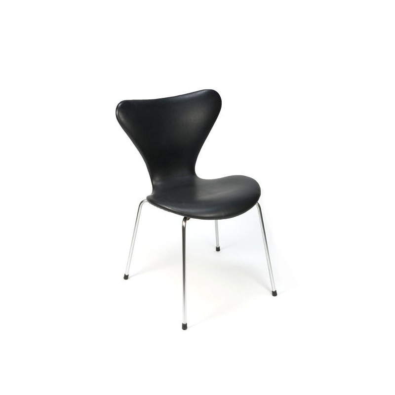 Arne Jacobsen butterfly chair serie 7 with black vinyl