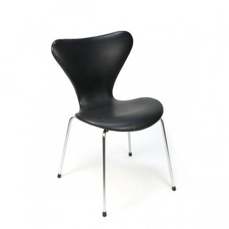 Arne Jacobsen vlinderstoel serie 7 met zwart skai