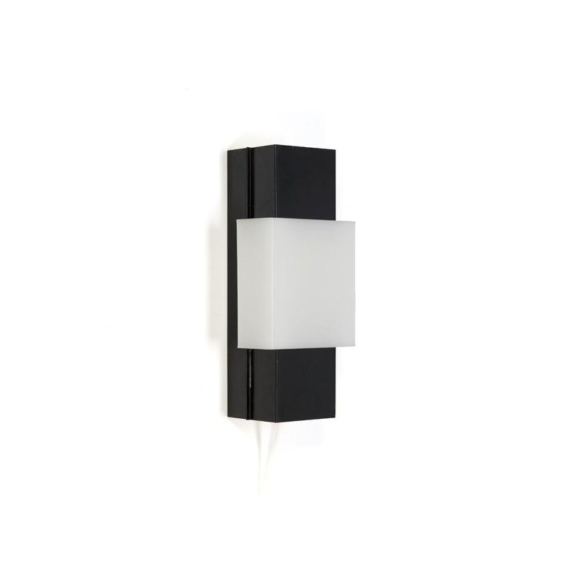 Zwart metalen wandlamp met plastic tussenstuk