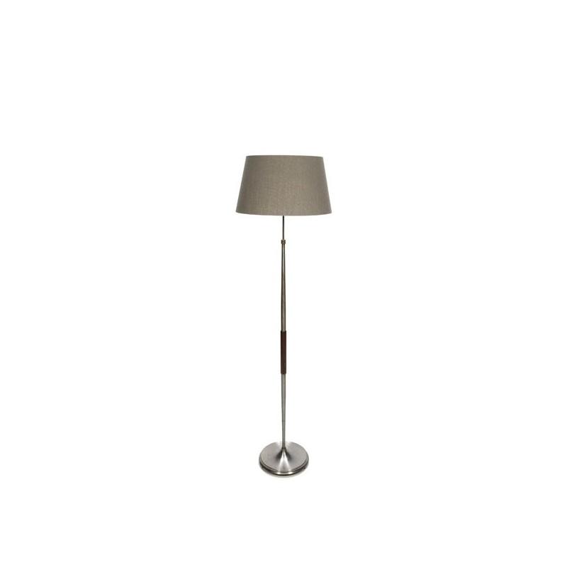 Vloerlamp op metalen voet met teak detail
