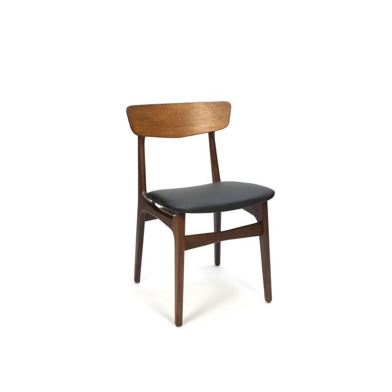 Deense stoel met koperen detail