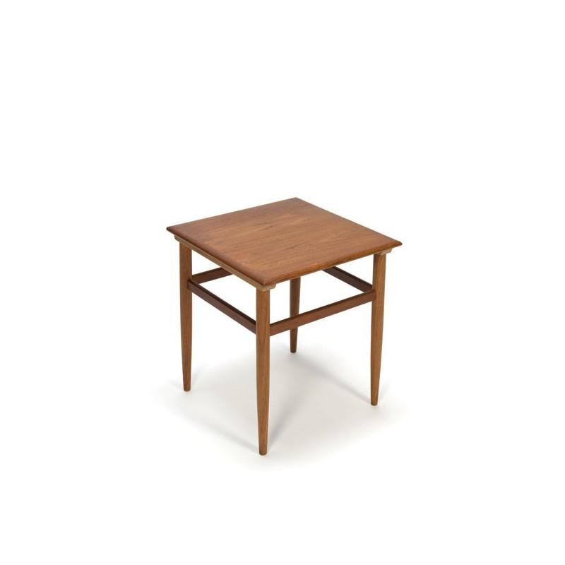 Kleine bijzet-/ salontafel in teak