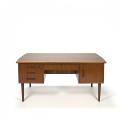 Large vintage Danish desk in teak vintage...