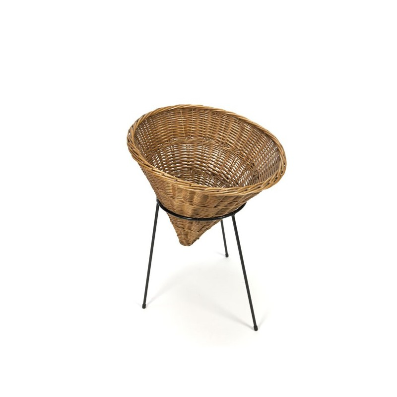 Wicker basket on metal base