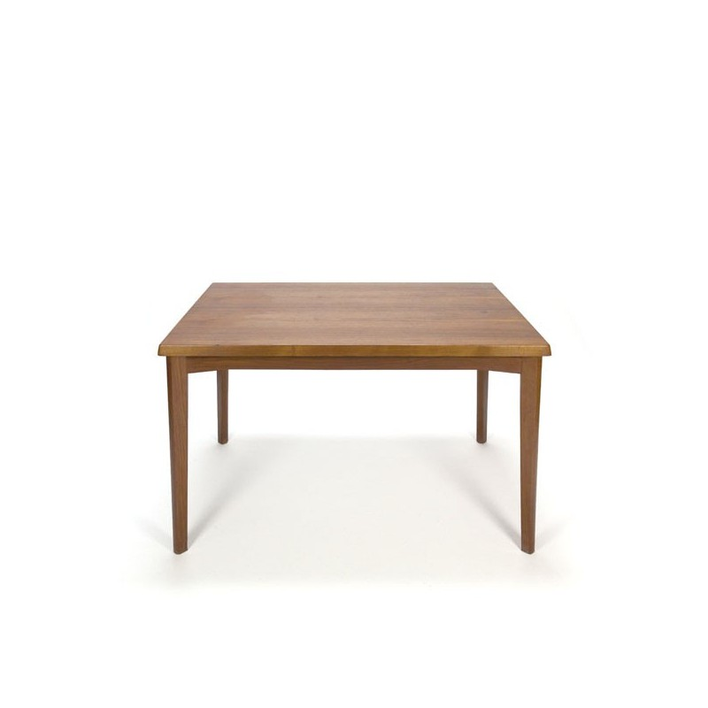 Small model dining table design Henning Kjaernulf