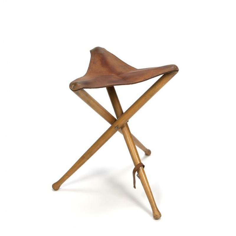 Hunting stool with leather seat