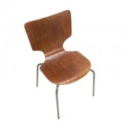 Gebogen houten stoel