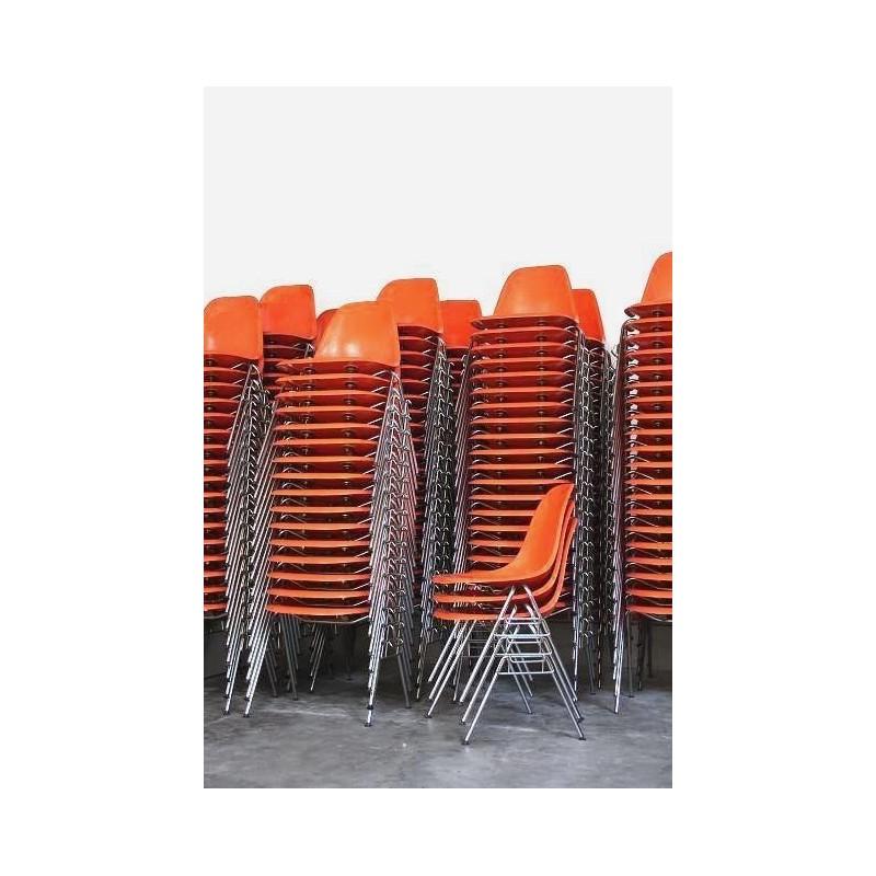 Eames stacking chair van Herman Miller