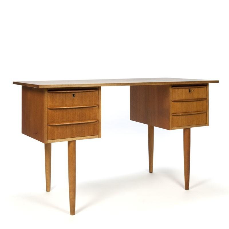 Vintage Deens bureau in teakhout
