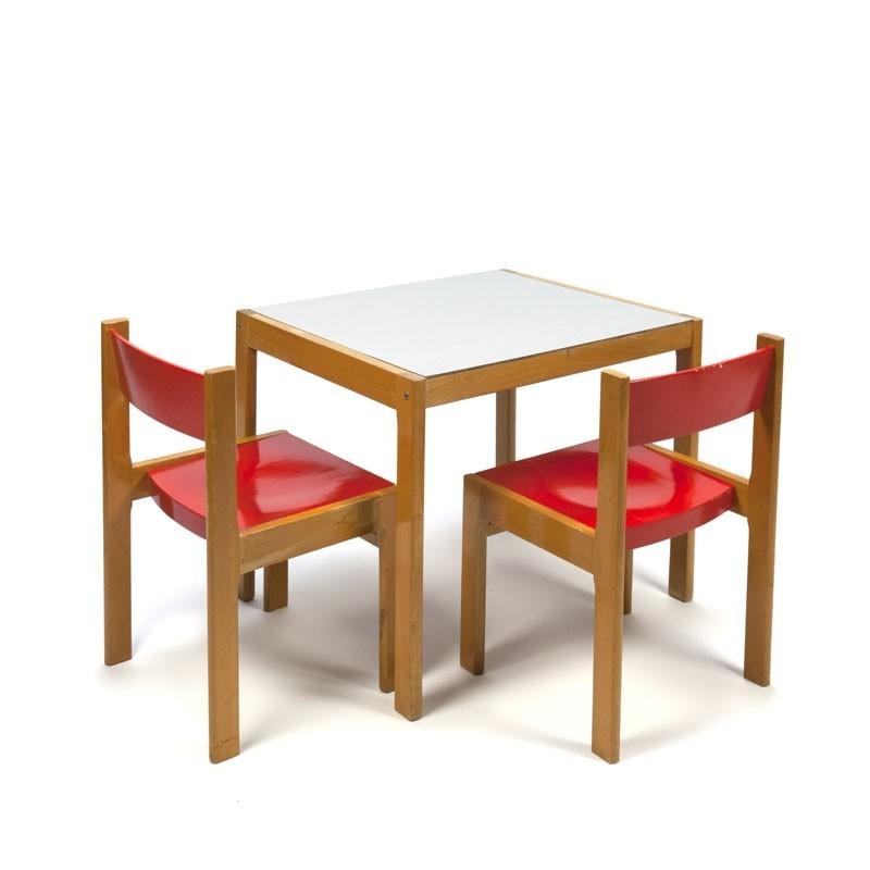 Vintage kinderset tafel en stoeltjes uit de zestiger jaren