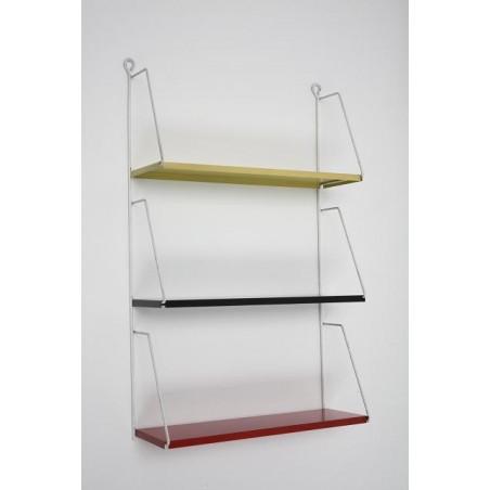 Metalen wandrek of boekenplanken