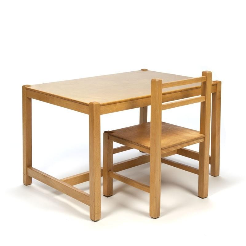 Vintage houten tafel en stoel voor kinderen