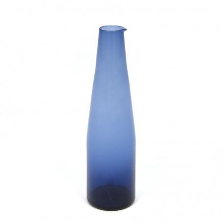 Vintage blauw glazen fles of kan