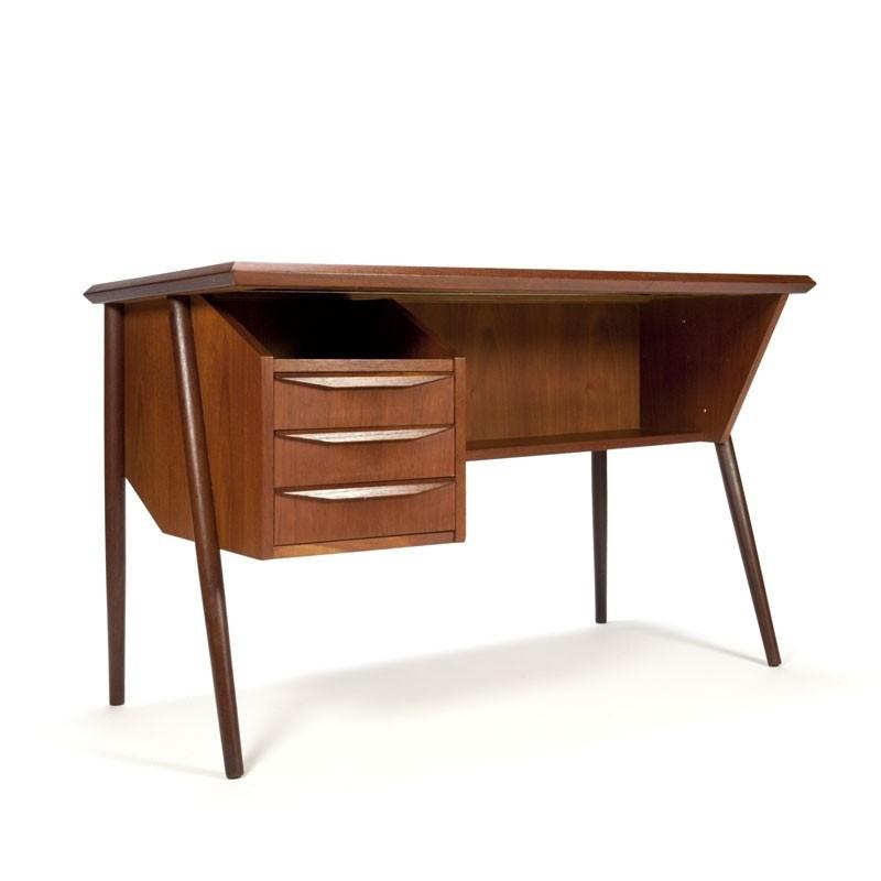 Deens vintage teakhouten bureau met lades