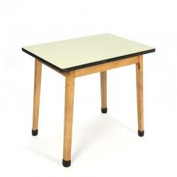 Vintage tafeltje voor kinderen met geel formica blad