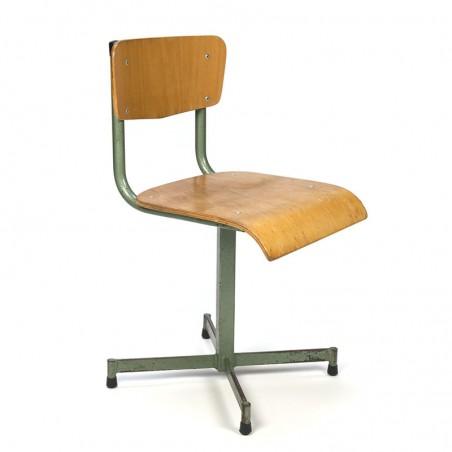 Industrieel vintage stoeltje voor kinderen