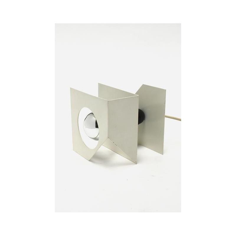 Wit metalen tafellamp