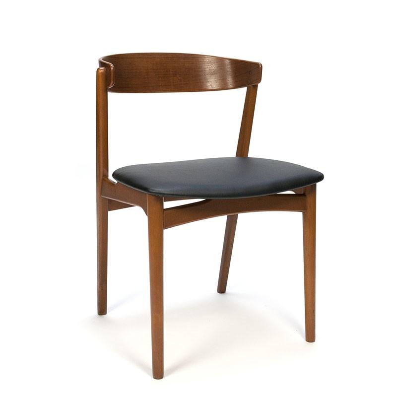 Deense vintage stoel met gebogen teakhouten rugleuning