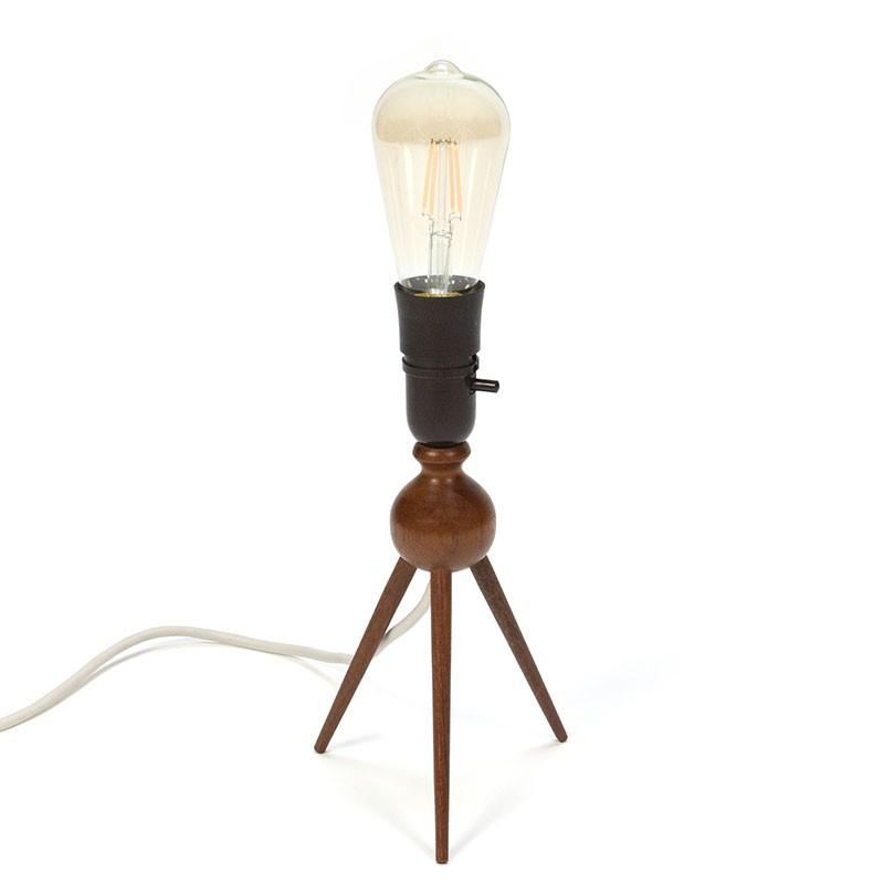 Deense vintage tafellamp op 3 poot van teakhout