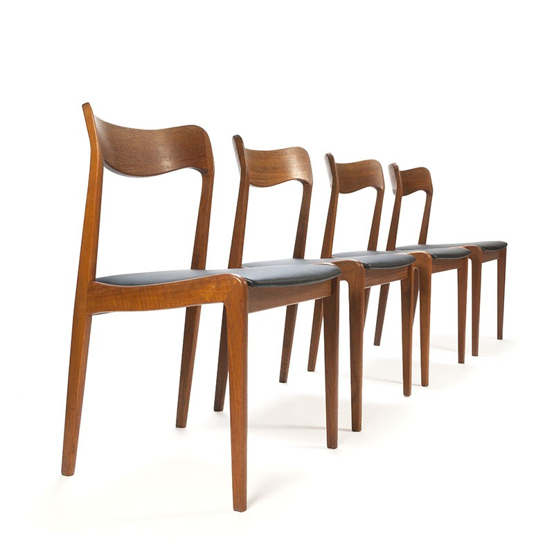 Deense vintage set van 4 massief teakhouten stoelen