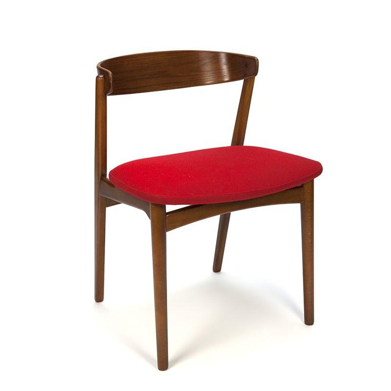 Teakhouten vintage Deense stoel met rode wollen stof