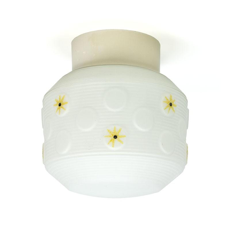Vintage plafondlamp met geel detail